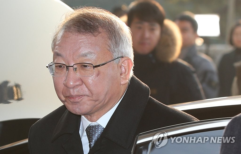 Former Supreme Court Chief Justice Yang Sung-tae is shown in this photo taken on Jan. 11, 2019, as he appears for prosecution interrogation over alleged power abuse by top court officials under his leadership. (Yonhap)