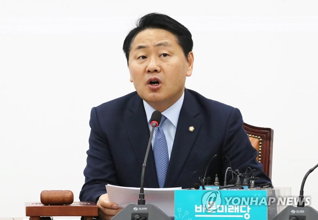 원내대책회의에서 발언하는 김관영