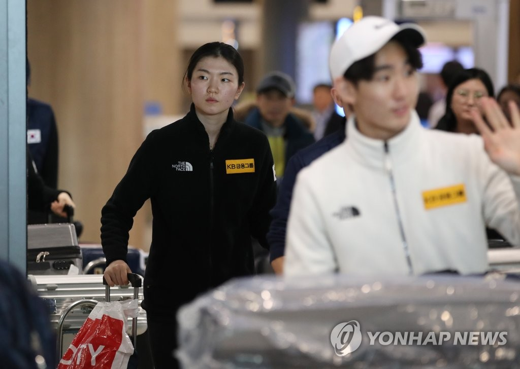 South Korean short track speed skater Shim Suk-hee leaves arrival gate at Incheon International Airport in Incheon, west of Seoul, on Feb. 12, 2019. (Yonhap)