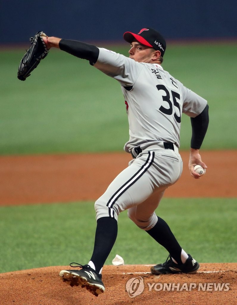 Tyler Wilson of the LG Twins throws a pitch against the Kiwoom Heroes in a Korea Baseball Organization preseason game at Gocheok Sky Dome in Seoul on March 12, 2019. (Yonhap)
