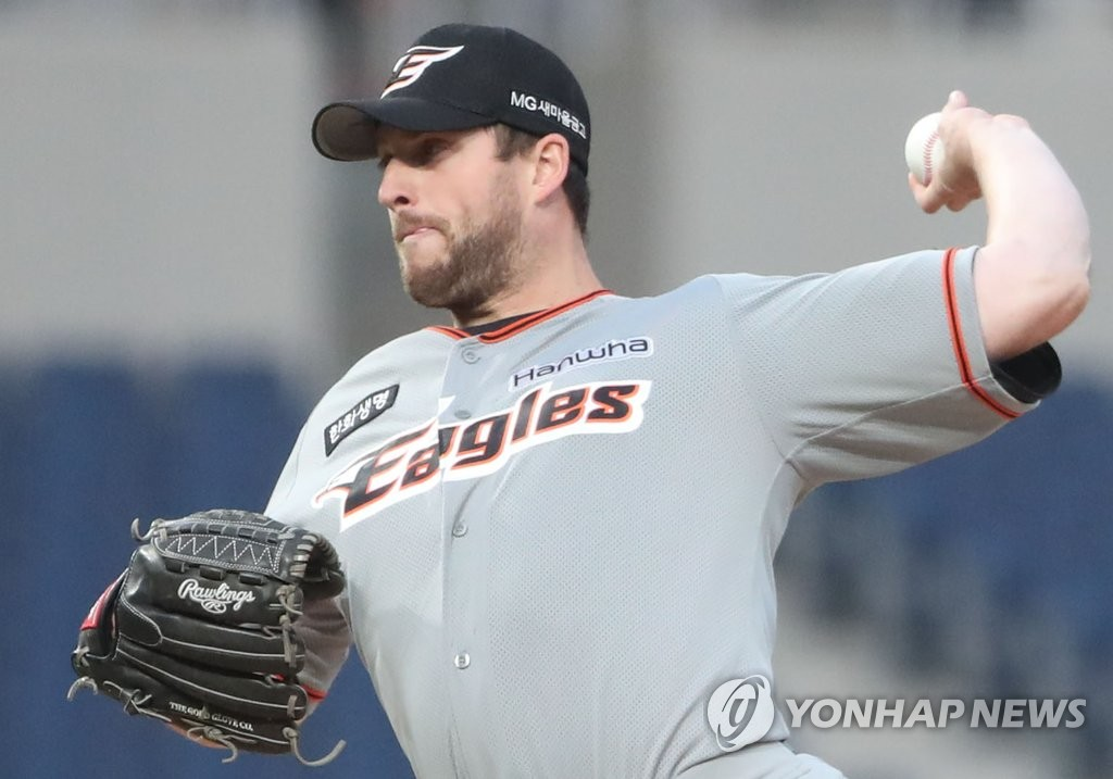 In this file photo from March 19, 2019, Chad Bell of the Hanwha Eagles throws a pitch against the NC Dinos in the bottom of the first inning of a Korea Baseball Organization preseason game at Changwon NC Park in Changwon, 400 kilometers southeast of Seoul. (Yonhap)