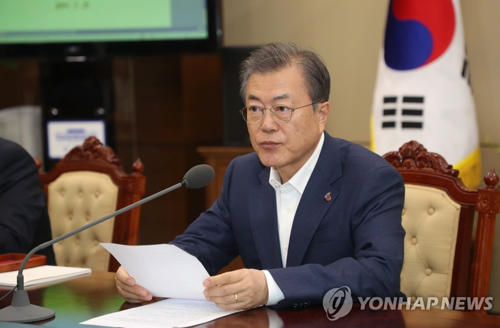 In this file photo, taken on March 25, 2019, President Moon Jae-in attends a meeting with his senior secretaries at the presidential office Cheong Wa Dae in Seoul. (Yonhap)