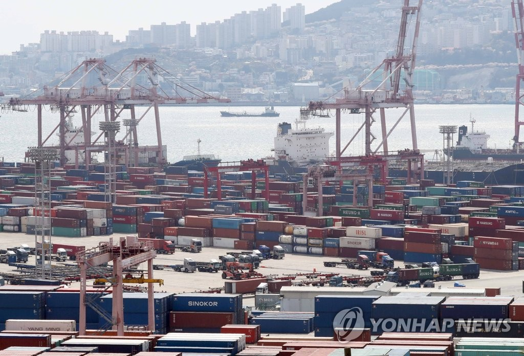 Containers of export goods await shipment in Busan, South Korea's largest seaport, in this undated file photo. (Yonhap)