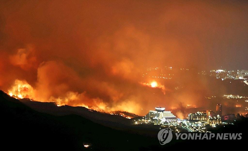 7de2451e10f 강원산불] '양간지풍' 불면 순식간에 초토화…대형산불 원인 | 연합뉴스