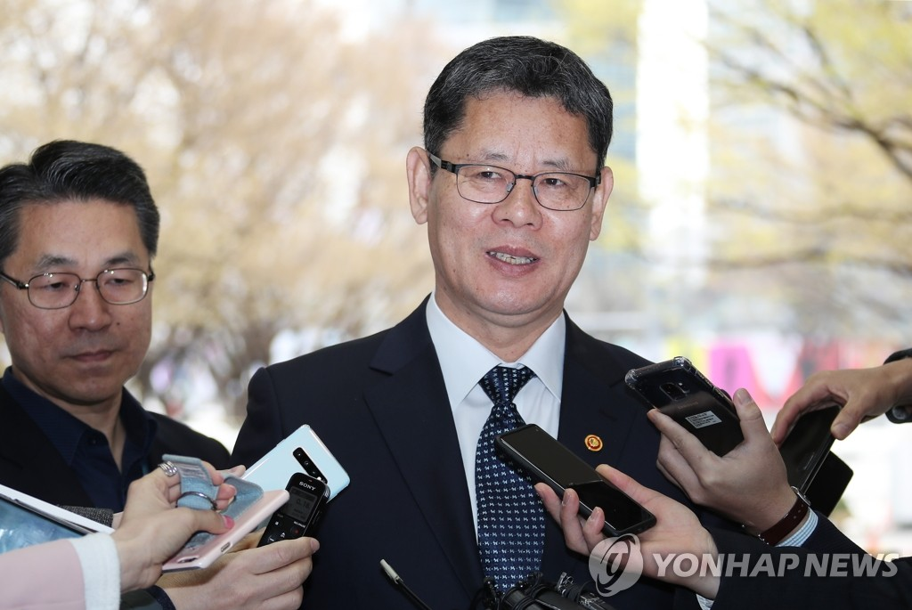 In this file photo, taken April 9, 2019, Unification Minister Kim Yeon-chul speaks to reporters upon arrival at the government complex in Seoul. (Yonhap)