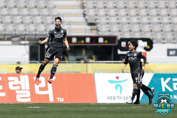 In this April 13, 2019, file photo provided by the K League, Lee Jeong-hyeop of Busan IPark (L) celebrates his goal against Asan Mugunghwa in a K League 2 match at Yi Sun-in Stadium in Asan, 100 kilometers south of Seoul. (Yonhap)