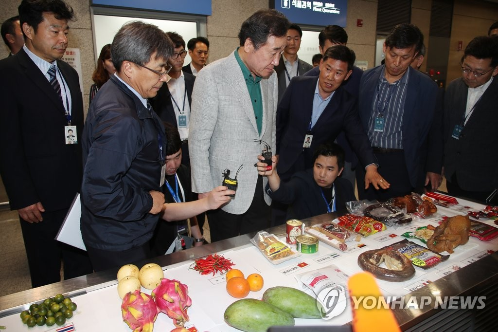 PM looks at seized items at Incheon airport