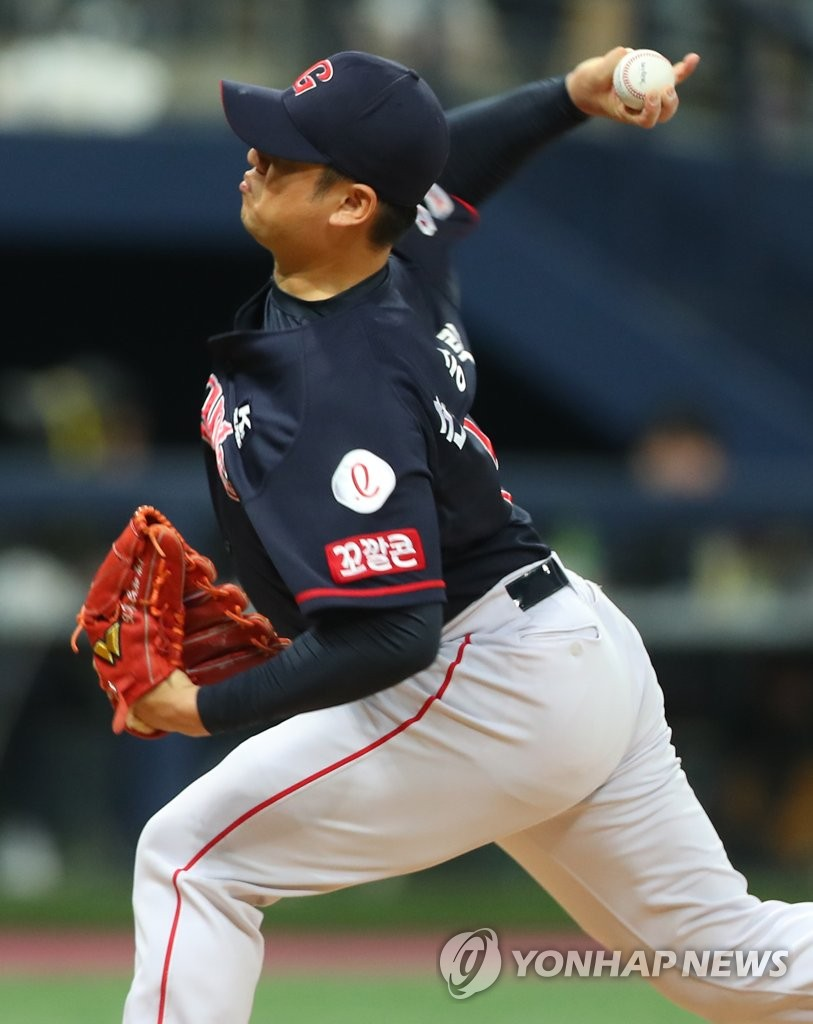 In this file photo from May 19, 2019, Son Seung-lak of the Lotte Giants pitches against the Kiwoom Heroes in the bottom of the sixth inning of a Korea Baseball Organization regular season game at Gocheok Sky Dome in Seoul. (Yonhap)