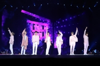BTS wraps up U.S. tour, drawing 320,000 fans