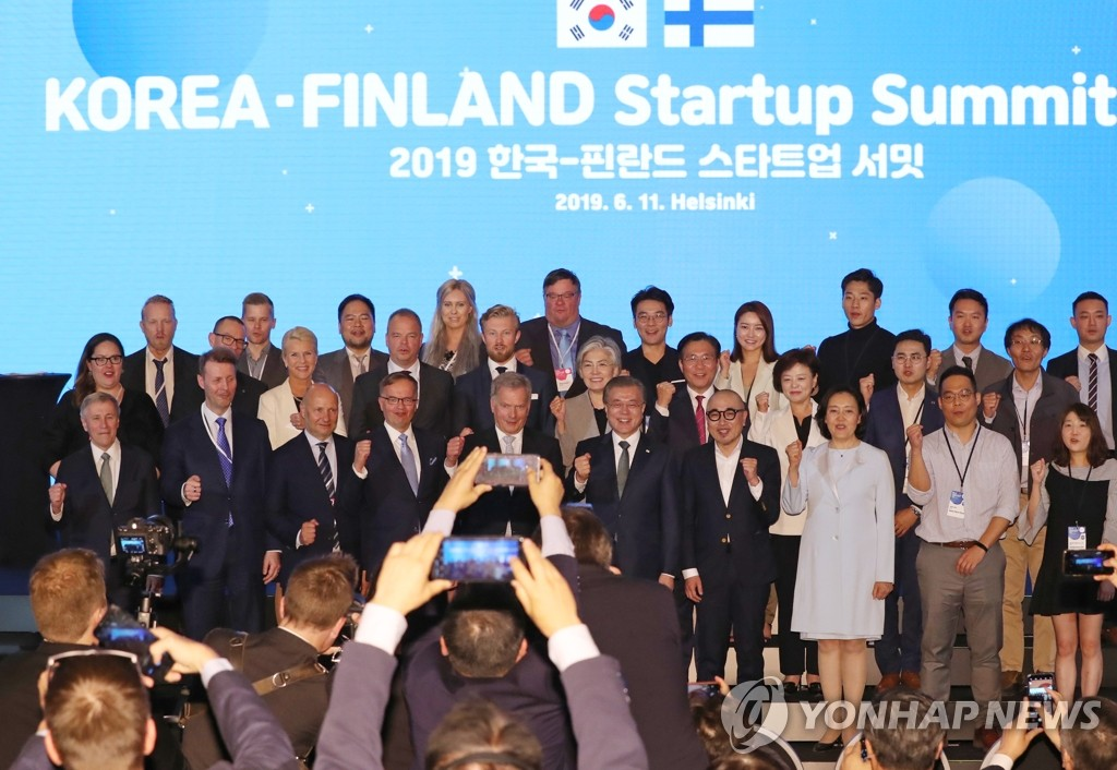 South Korean President Moon Jae-in (5th from R, front row), Finnish President Sauli Niinisto (standing to Moon's right) and other participants in the South Korea-Finland Startup Summit pose for a photo, wrapping up the event in Helsinki on June 11, 2019. (Yonhap)