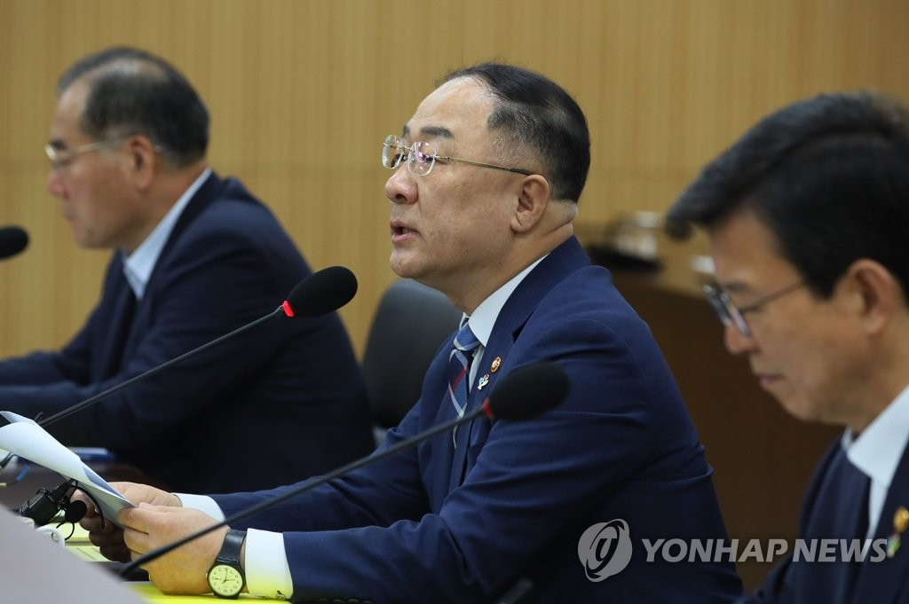 Hong Nam-ki (C), minister of economy and finance, speaks in a meeting with officials in Sejong, an administrative hub located 130 kilometers southeast of Seoul, on June 12, 2019. (Yonhap)