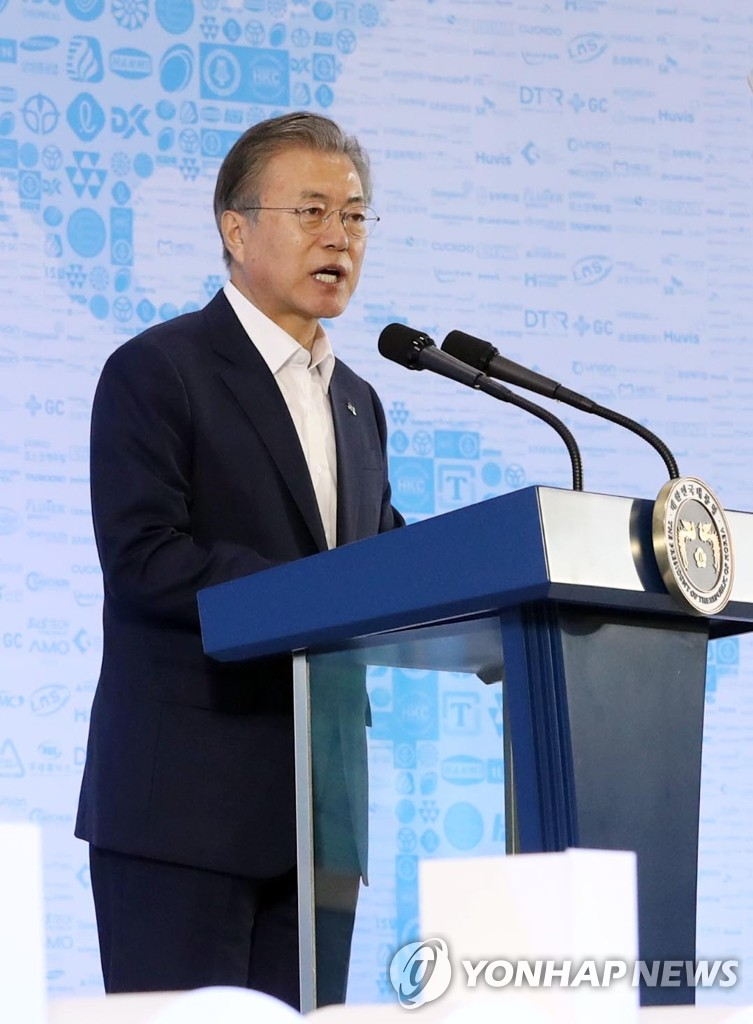 President Moon Jae-in delivers a speech on a strategy to develop South Korea's manufacturing industry during an event in Ansan, Gyeonggi Province, on June 19, 2019. (Yonhap)