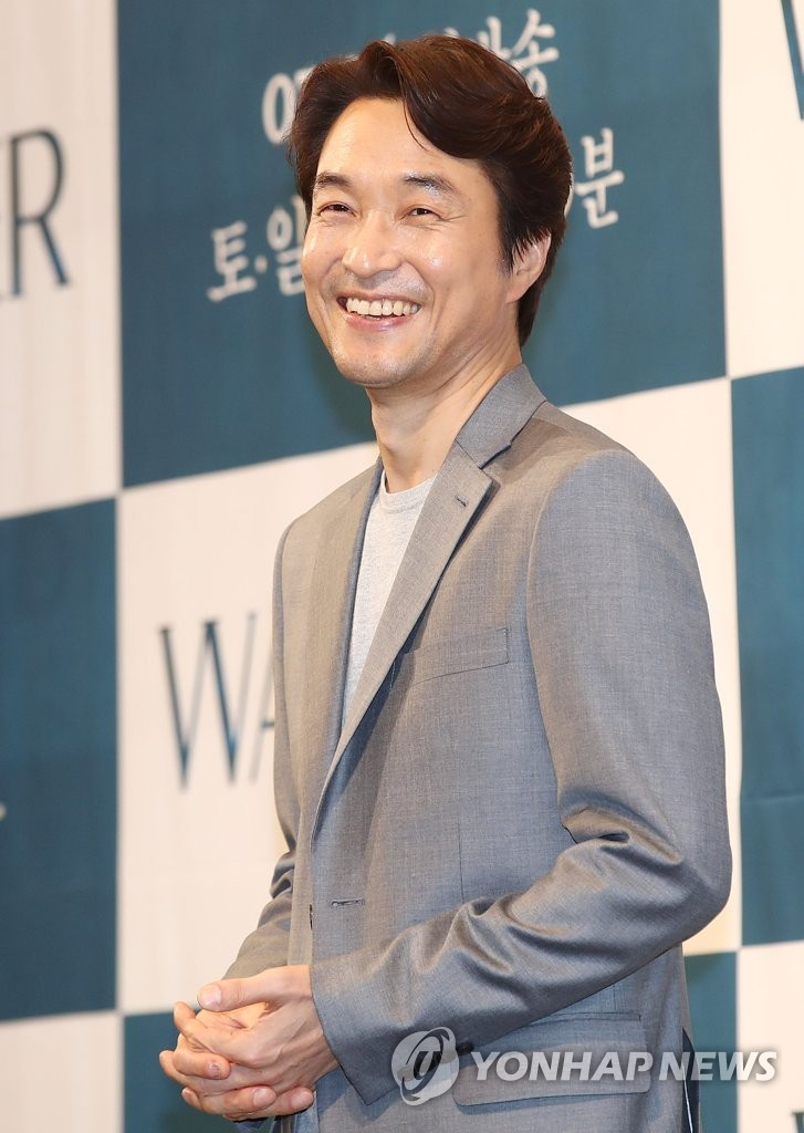 S. Actorul coreean Han Suk-kyu