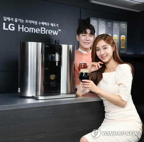 (LEAD) LG Electronics launches home brewing machine in S. Korea