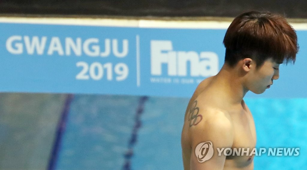South Korean diver Woo Ha-ram prepares for an attempt during the men's 3m springboard semifinal at the FINA World Championships at Nambu University Municipal Aquatics Center in Gwangju, 330 kilometers south of Seoul, on July 17, 2019. (Yonhap)