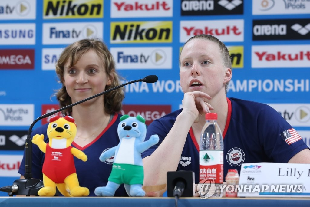 U.S. swimmer Lilly King (R) speaks at a press conference for the American swimming team at the FINA World Championships at Nambu University's Main Press Center in Gwangju, 330 kilometers south of Seoul, on July 19, 2019. (Yonhap)