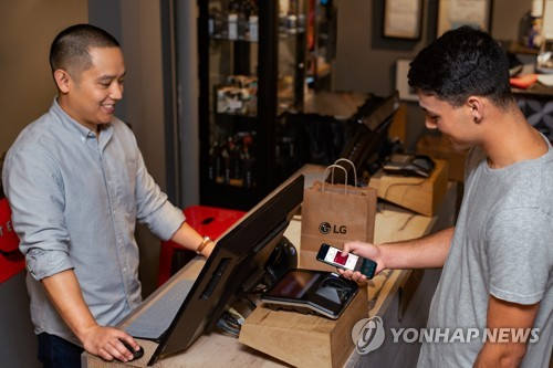 LG launches mobile wallet service in U.S.