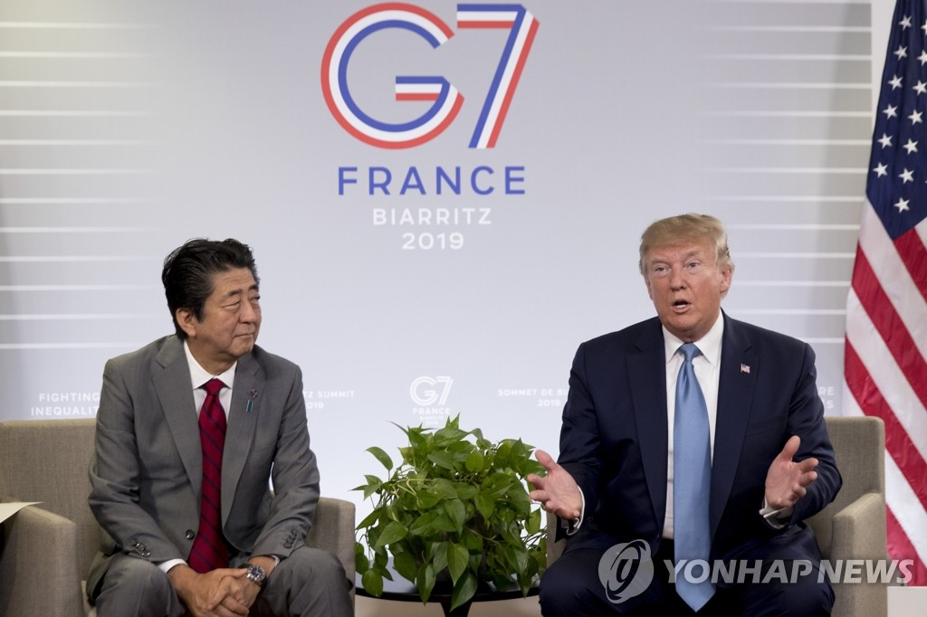 U.S. President Donald Trump (R) and Japanese Prime Minister Shinzo Abe hold bilateral talks on the sidelines of the Group of Seven summit in Biarritz, France, on Aug. 25, 2019, in this photo released by the Associated Press. (Yonhap)