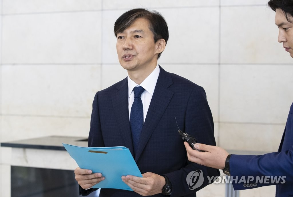 Justice Minister nominee Cho Kuk speaks to reporters at his temporary office in Seoul on Sept. 2, 2019, over his plan to hold a press conference to clarify corruption allegations involving his family. (Yonhap)