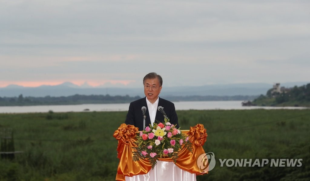 "South Korean President Moon Jae-in presents his ""Mekong vision"" during a visit to Vientiane, Laos, on Sept. 5, 2019. (Yonhap)"
