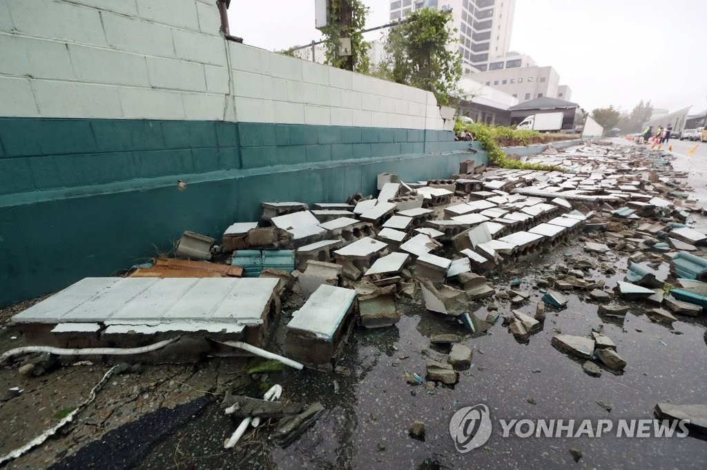Debris from a collapsed wall are on the ground in a parking lot in Incheon, 40 kilometers west of Seoul, where a bus driver was crushed to death as Typhoon Lingling was passing through the area on Sept. 7, 2019. (Yonhap)