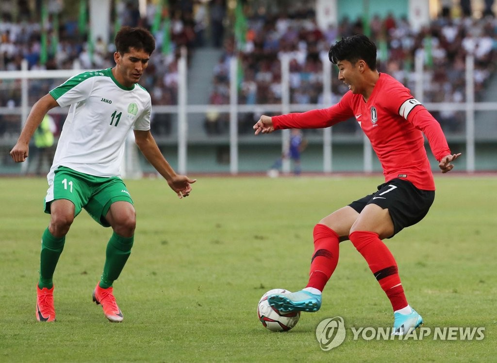 Son Heung-min of South Korea (R) tries to dribble past Murat Yakshiyev of Turkmenistan during the teams' Group H match in the second round of the Asian qualification for the 2022 FIFA World Cup at Kopetdag Stadium in Ashgabat, Turkmenistan, on Sept. 10, 2019. (Yonhap)