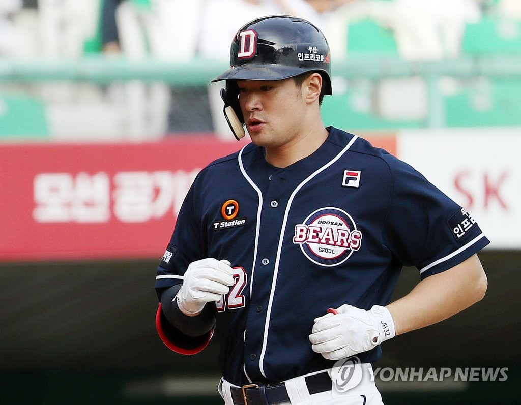 In this file photo from Sept. 19, 2019, Kim Jae-hwan of the Doosan Bears comes home after hitting a solo home run against the SK Wyverns in the top of the fifth inning of a Korea Baseball Organization regular season game at SK Happy Dream Park in Incheon, 40 kilometers west of Seoul. (Yonhap)