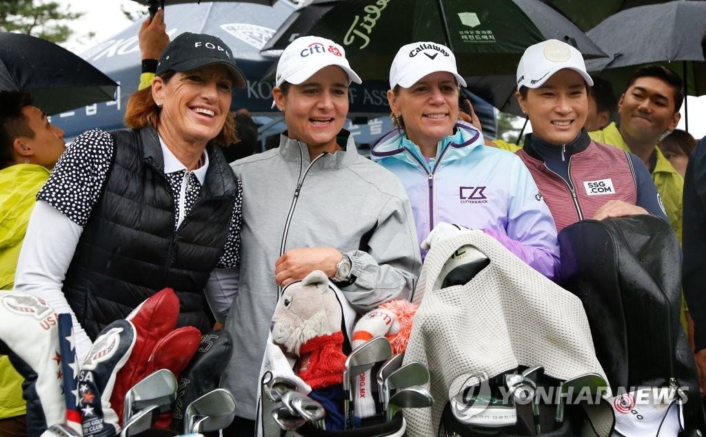 From left: Juli Inkster of the United States, Lorena Ochoa of Mexico, Annika Sorenstam of Sweden and Pak Se-ri of South Korea pose for photos after hitting ceremonial tee shots ahead of the skins game at the Seolhaeone·Cell Return Legends Match golf event at Seolhaeone Resort's Salmon Course in Yangyang, 215 kilometers east of Seoul, on Sept. 22, 2019, in this photo provided by SEMA Sports Marketing. (PHOTO NOT FOR SALE) (Yonhap)