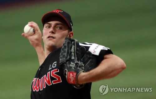LG Twins re-sign 2 American starters