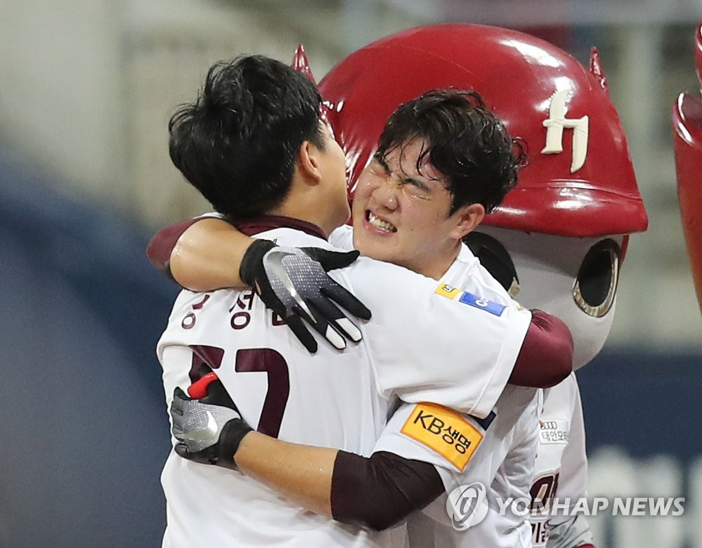 Joo Hyo-sang of the Kiwoom Heroes (R) is congratulated by teammate Song Sung-mun after hitting a game-winning ground ball in the bottom of the 10th inning against the LG Twins in Game 2 of the Korea Baseball Organization first round playoff series at Gocheok Sky Dome in Seoul on Oct. 7, 2019. (Yonhap)