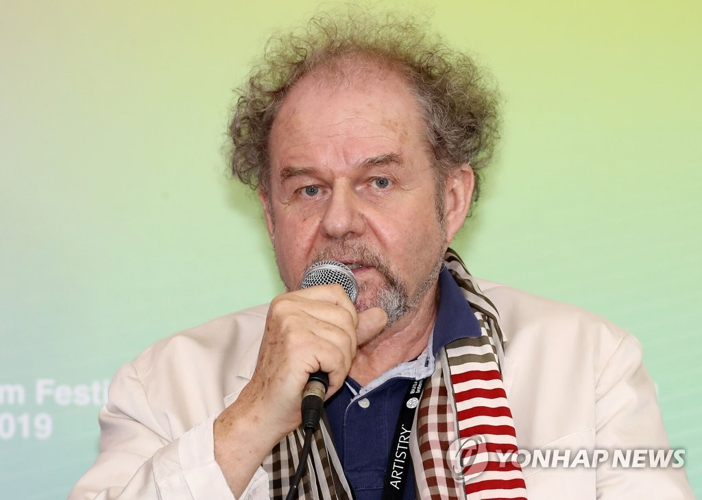 Mike Figgis, the head of the jury for the New Currents competition section of the 24th Busan International Film Festival (BIFF), announces the winners of the award at a press conference in Busan on Oct. 12, 2019. (Yonhap)