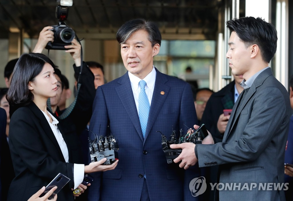 Justice Minister Cho Kuk talks to reporters as he leaves the ministry complex in southern Seoul after announcing his resignation offer on Oct. 14, 2019. (Yonhap)