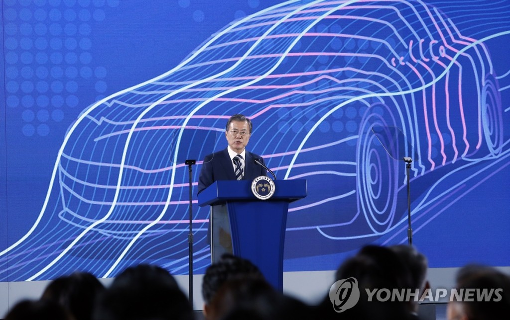 President Moon Jae-in delivers a speech at Hyundai Motor's Namyang R&D Center in Hwaseong, Gyeonggi Province, on Oct. 15, 2019. (Yonhap)