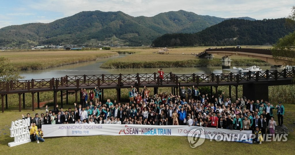 This photo, taken Oct. 17, 2019, shows participants in the ASEAN-Korea Train event posting for a photo in the Suncheon Bay Wetland Reserve in Suncheon, about 415 kilometers south of Seoul. (Yonhap)