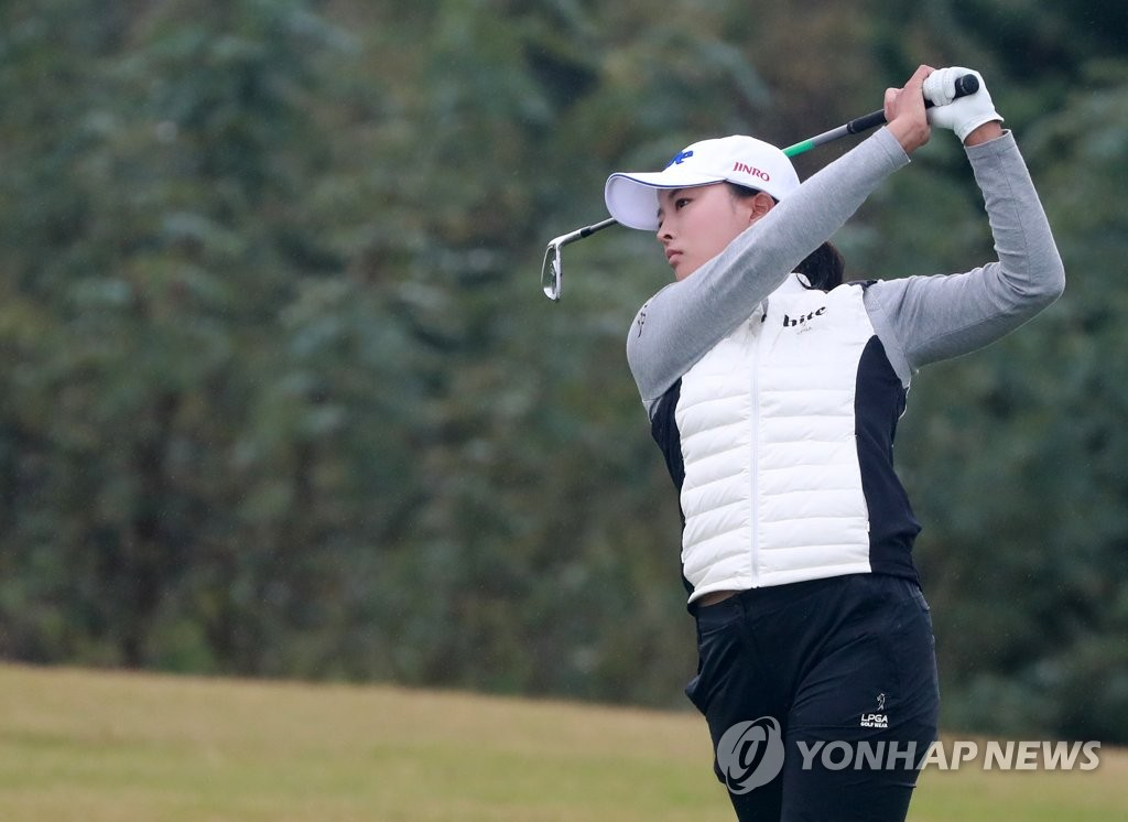 Ko Jin-young of South Korea hits her second shot at the 18th hole during the first round of the BMW Ladies Championship at LPGA International Busan in Busan, 450 kilometers southeast of Seoul, on Oct. 24, 2019. (Yonhap)