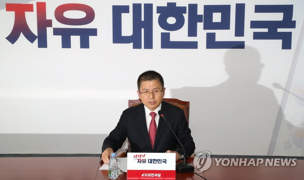 Hwang Kyo-ahn, chief of the main opposition Liberty Korea Party, holds a press conference at the National Assembly on Nov. 6, 2019. (Yonhap)