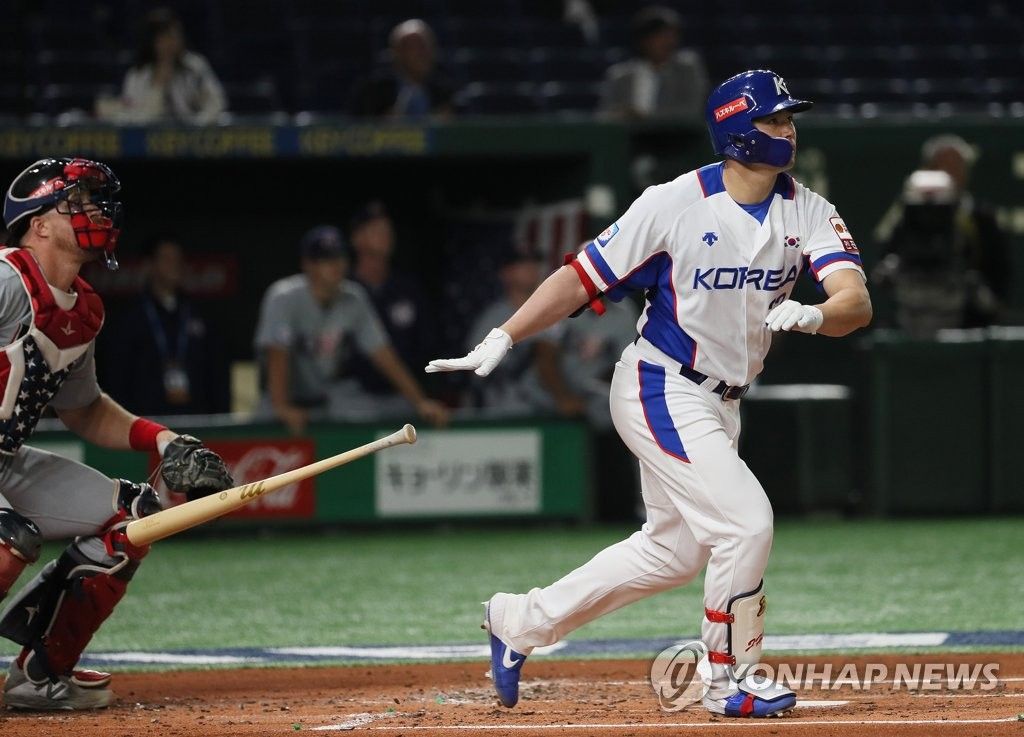 In this file photo from Nov. 11, 2019, Kim Jae-hwan of South Korea watches his three-run home run against the United States in the bottom of the first inning of the teams' Super Round game at the World Baseball Softball Confederation (WBSC) Premier12 at Tokyo Dome in Tokyo. (Yonhap)
