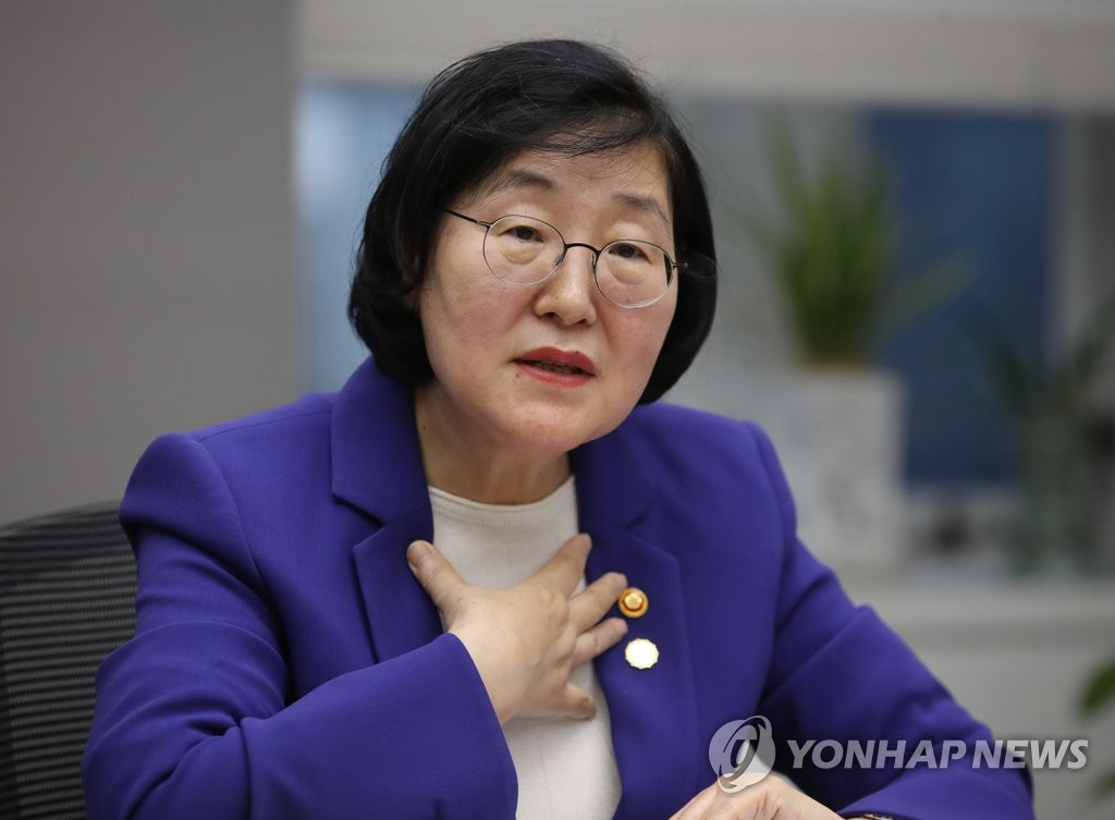 South Korea's Minister of Gender Equality and Family Lee Jung-ok speaks at an interview with Yonhap News Agency in Seoul on Nov. 15, 2019. (Yonhap)