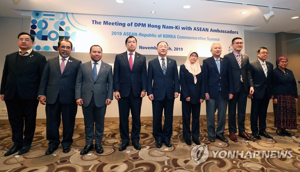 South Korean Finance Minister Hong Nam-ki (5th from L) poses for a photo with ambassadors of the 10-member Association of Southeast Asian Nations at a hotel in the country's southeastern port city of Busan on Nov. 15, 2019. (Yonhap)