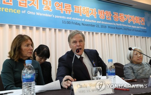 Warmbier's parents in Seoul
