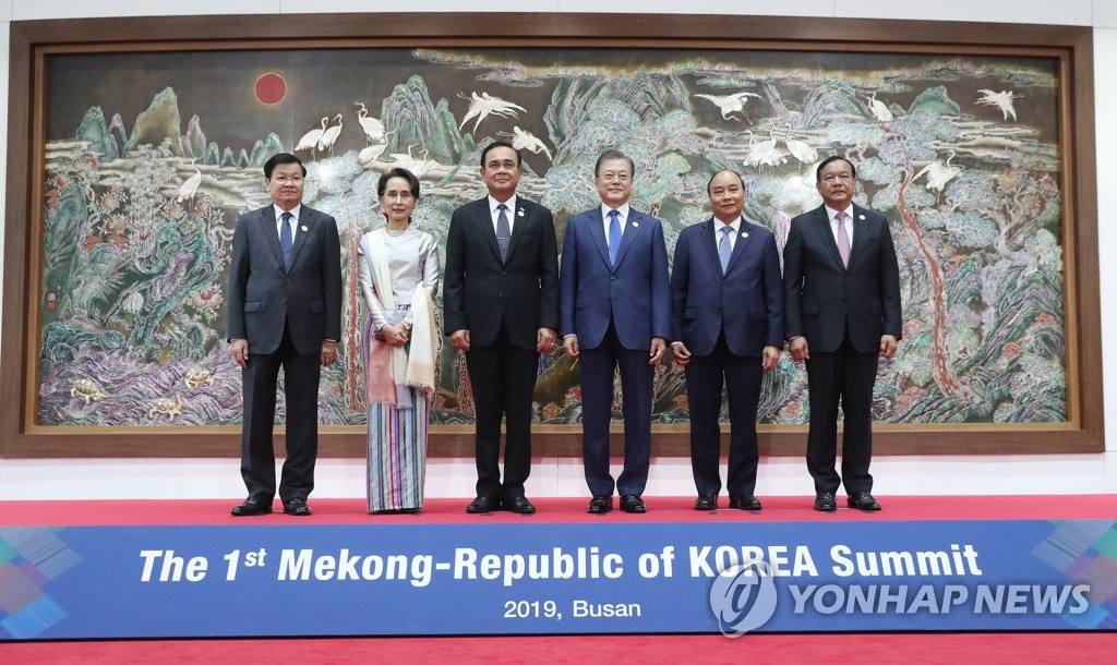 South Korean President Moon Jae-in (3rd from R) poses for photos with (from L to R) Laotian Prime Minister Thongloun Sisoulith, Myanmar's State Counsellor Aung San Suu Kyi, Thai Prime Minister Prayut Chan-o-cha, Vietnamese Prime Minister Nguyen Xuan Phuc and Cambodian Deputy Prime Minister Prak Sokhonn at the Nurimaru APEC House in Busan on Nov. 27, 2019. (Yonhap)