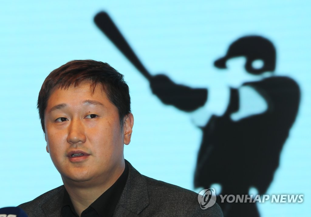 Lee Dae-ho, president of the Korea Professional Baseball Players Association (KPBPA), speaks to the media following the KPBPA's general assembly in Seoul on Dec. 2, 2019. (Yonhap)