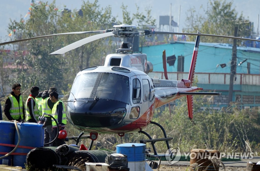 This photo shows a helicopter, which took family members of four South Koreans missing after an avalanche in the Himalayas to the scene of the accident, in Pokhara, Nepal, on Jan. 20, 2020. (Yonhap)