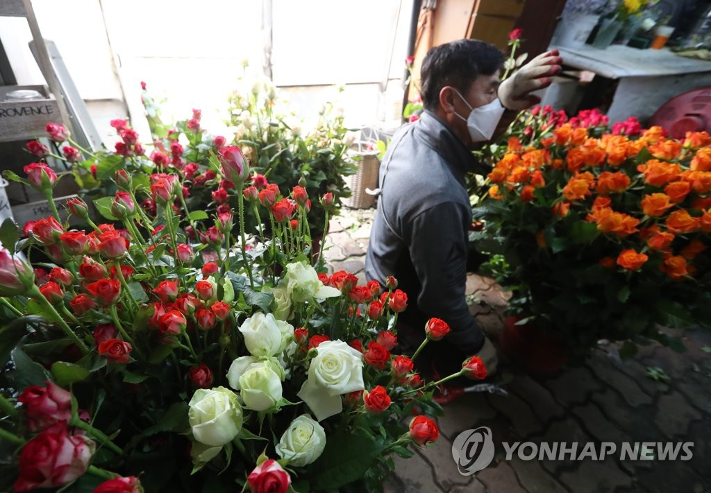 S. Korea to expand support for floriculturists amid new coronavirus spread - 1