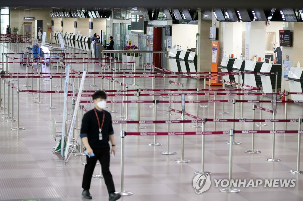 This photo taken on Feb. 24, 2020, shows Daegu International Airport with no passengers waiting to buy tickets amid the spreading coronavirus outbreak. (Yonhap)