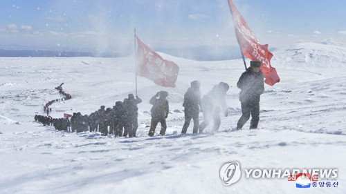 NK's SPA members climb Mount Paektu