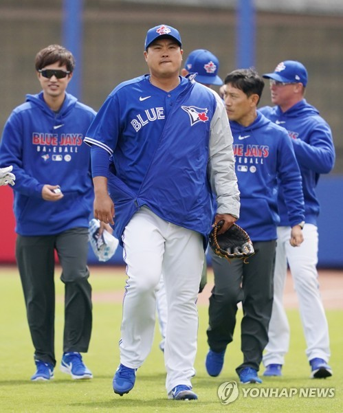 S. Korean pitcher Ryu at training game