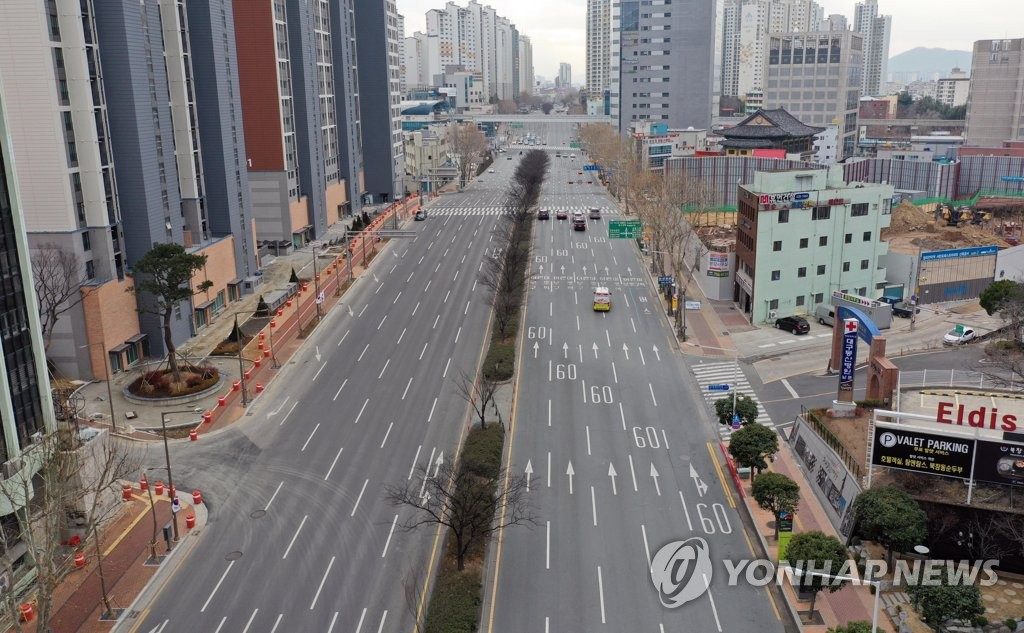 This photo taken on March 1, 2020, shows empty streets in downtown Daegu. (Yonhap)