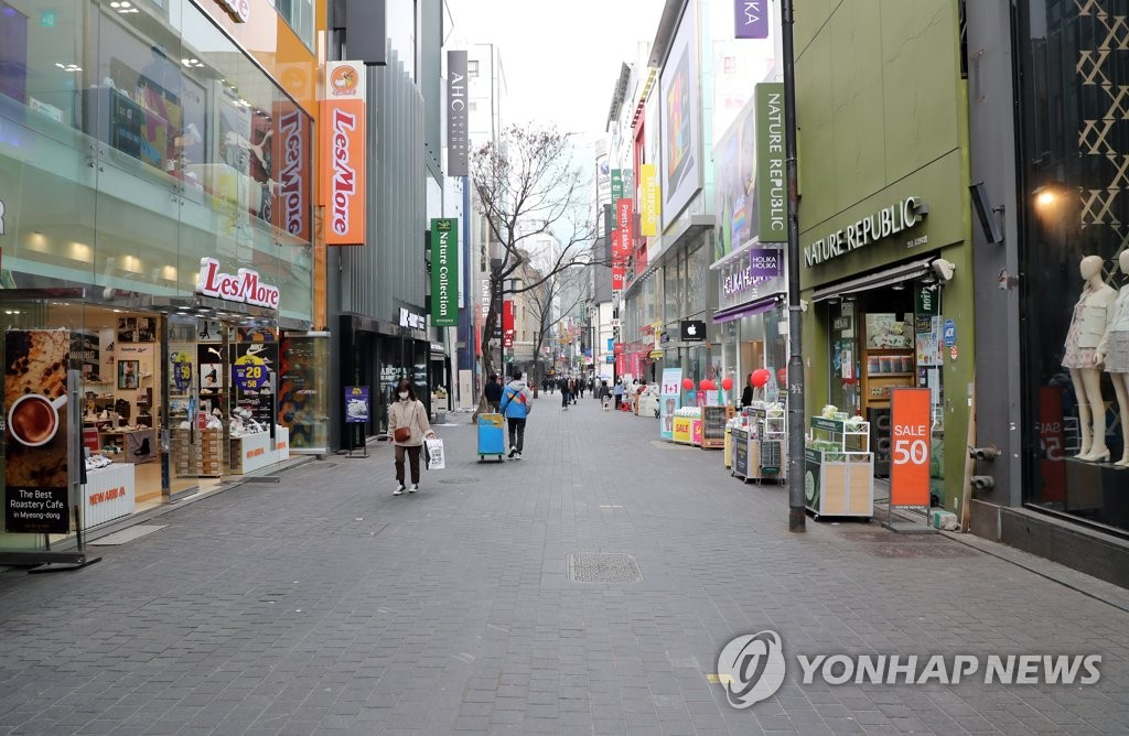 In this photo, taken March 3, 2020, a street in Myeongdong, a popular tourist and shopping district in Seoul, is nearly deserted amid the spread of the new coronavirus. (Yonhap)