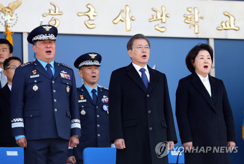 President Moon Jae-in (front, C) sings South Korea's national anthem during the 68th commencement and commissioning ceremony of the Air Force Academy in Cheongju, North Chungcheong Province, on March 4, 2020, flanked by first lady Kim Jung-sook and Lt. Gen. Park In-ho, superintendent of the academy. (Yonhap)